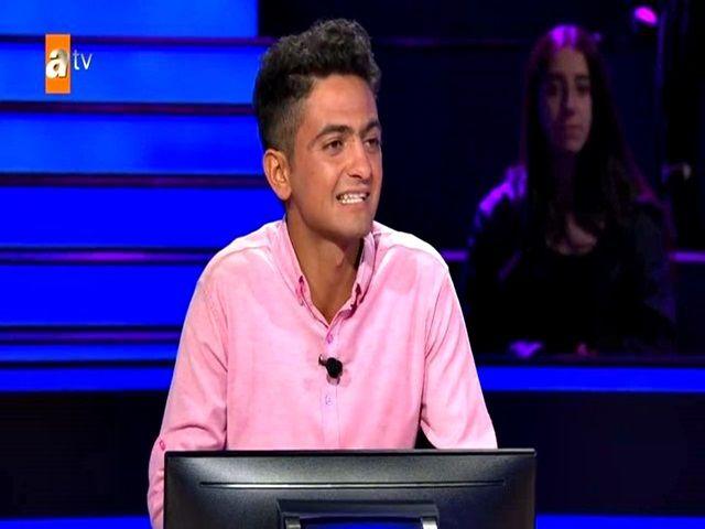 Kim Milyoner Olmak İster yarışmacısı Hikmet Karakurt'un hayatı 40 liralık radyo ile değişti .