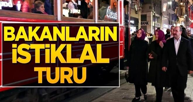 Aile Bakanı Selçuk ile Sanayi Bakanı Varank ve eşi, İstiklal'de yürüyüşe çıktı