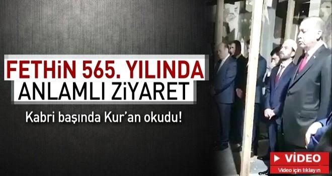 Erdoğan, Fatih'in kabrinde Kur'an-ı Kerim okudu