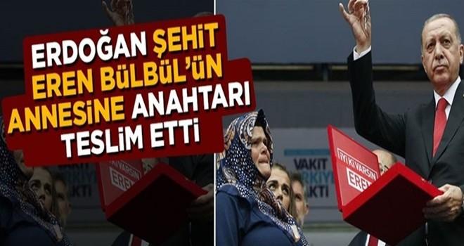 Erdoğan, şehit Eren Bülbül'ün annesine evin anahtarını teslim etti