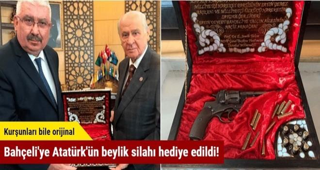 Bahçeli'ye Atatürk'ün 121 yıllık beylik silahı hediye edildi!
