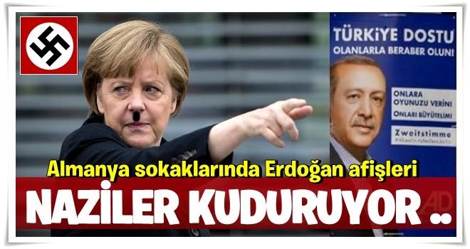 Almanya sokaklarında Erdoğan afişleri