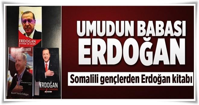 Somalili gençler Cumhurbaşkanı Erdoğan'ın kitabını yazdı  .