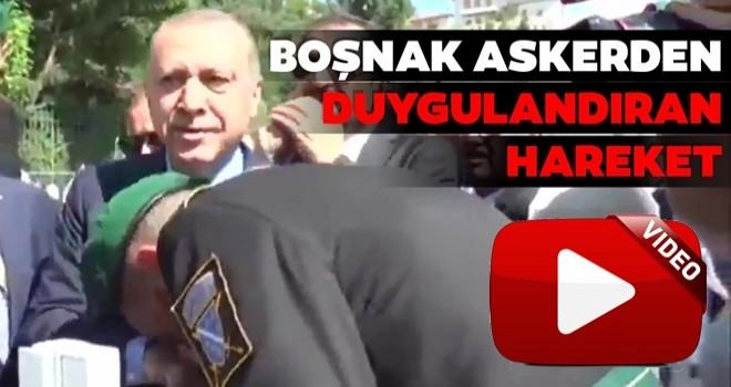 Boşnak asker Erdoğan'ın elini öptü