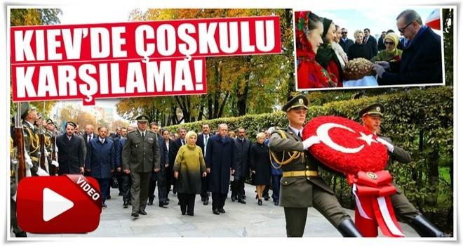 Cumhurbaşkanı Erdoğan, Ukrayna'da resmi törenle karşılandı.