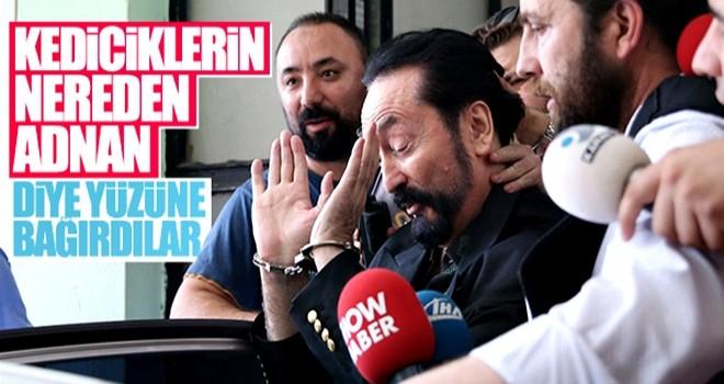 Adnan Oktar'a vatandaşlardan tepki: Kediciklerin nerede