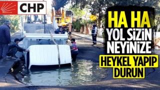 Bodrum'da su borusu patladı, kamyonet içine düştü