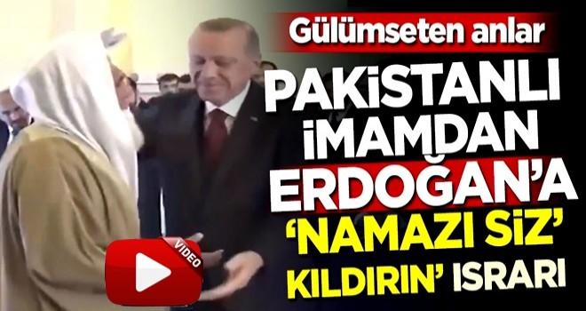 Gülümseten anlar! Pakistanlı imamdan Erdoğan'a 'Namazı siz kıldırın' ısrarı